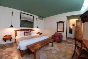 A bed or beds in a room at Casa De Sierra Azul