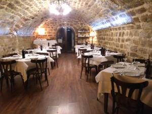 A restaurant or other place to eat at Hotel Las Casas del Consul
