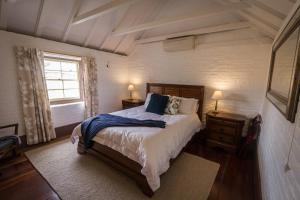 A bed or beds in a room at The Barracks, Tocal