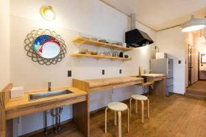ゲストハウス まるにあるキッチンまたは簡易キッチン