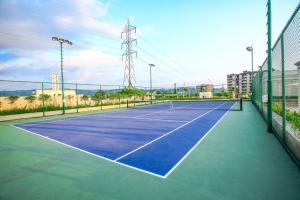 Tennis and/or squash facilities at 'Mount View' by Aparna or nearby