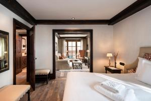 A bed or beds in a room at Airelles Val d'Isère, Mademoiselle