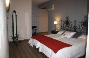 A bed or beds in a room at Hotel Venta Magullo