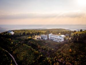 A bird's-eye view of Residence Ózon Wellness Hotel
