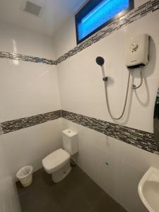 Un baño de Adamaz House
