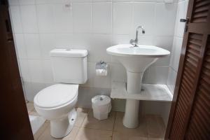 Um banheiro em Pousada do Riacho/Trindade