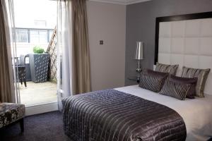 Uma cama ou camas num quarto em The Chamberlain