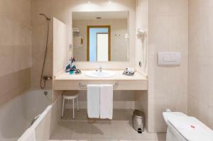 Koupelna v ubytování VS Gandía Palace Hotel ****