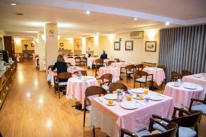 A restaurant or other place to eat at Hotel Castelao