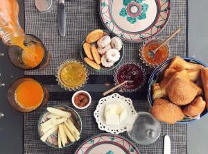 Options de petit-déjeuner proposées aux clients de l'établissement Casa Via del Mare