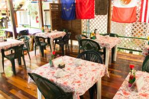 A restaurant or other place to eat at Eco-hotel El Rey del Caribe