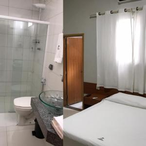 A bathroom at Hotel Itamarati