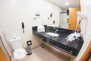 A bathroom at Summit GranVale Hotel