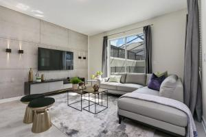 A seating area at Luxury Resort Vacation Townhouses and Condos