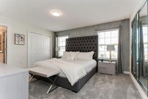 A bed or beds in a room at Luxury Resort Vacation Townhouses and Condos