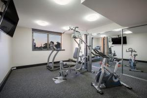 The fitness center and/or fitness facilities at Quest Rockhampton