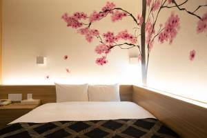 A bed or beds in a room at Hotel Park Side Tokyo Ueno