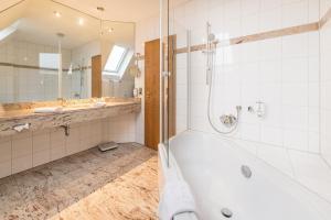 Ein Badezimmer in der Unterkunft Göbels Hotel zum Löwen