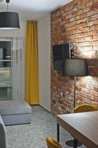 Telewizja i/lub zestaw kina domowego w obiekcie ApartHotel Gostyń