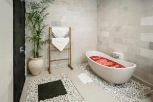 A bathroom at Sandi Agung Villa Bidadari