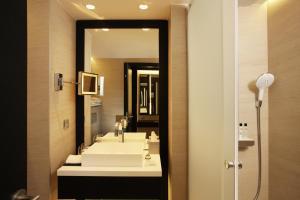 חדר רחצה ב-The Hotel Brussels