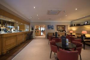 The lounge or bar area at Regency Park Hotel, Health Club & Spa
