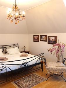 Posteľ alebo postele v izbe v ubytovaní Penzion a Restauracia Toldi