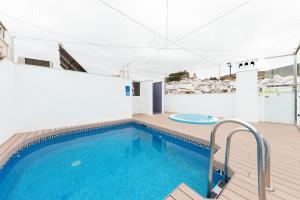 The swimming pool at or near Apartamentos Ardales