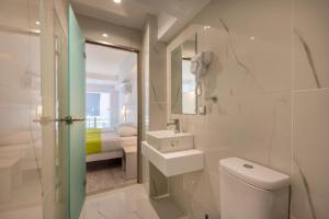 Ένα μπάνιο στο Origin Apts and Studios