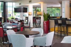 A restaurant or other place to eat at Holiday Inn Express Bath