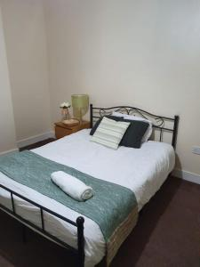 A bed or beds in a room at Charming 5 bedrooms house