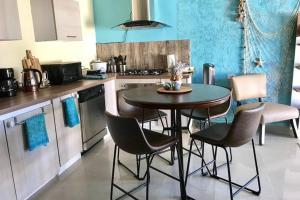 A cozinha ou cozinha compacta de Urirama
