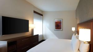 A bed or beds in a room at Hyatt Place Las Vegas at Silverton Village