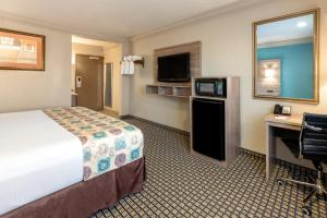 A television and/or entertainment center at Ramada by Wyndham Houston Intercontinental Airport South
