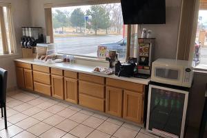 A kitchen or kitchenette at OYO Hotel Winnemucca NV I-80
