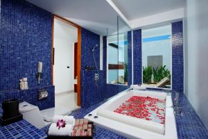 Spa and/or other wellness facilities at La Flora Resort Patong