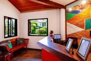 A television and/or entertainment centre at Pousada Farol das Tartarugas