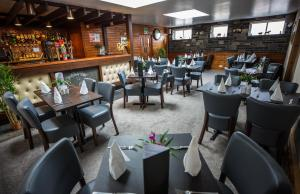 A restaurant or other place to eat at Smithfield Hotel