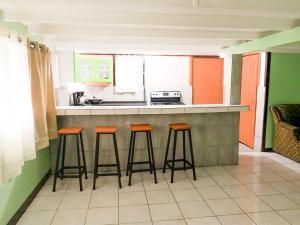 A kitchen or kitchenette at La Marsellesa