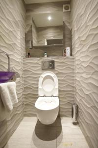 A bathroom at B&B Le France Nice Centre