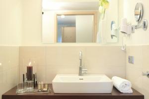 Ein Badezimmer in der Unterkunft Klozbücher - Das Landhotel