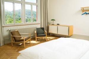 Ein Sitzbereich in der Unterkunft Militärkantine St. Gallen