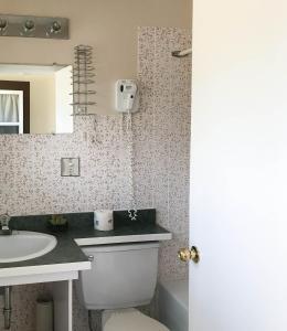 A bathroom at Cabot Trail Motel