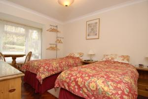 A bed or beds in a room at Abacus Bed and Breakfast