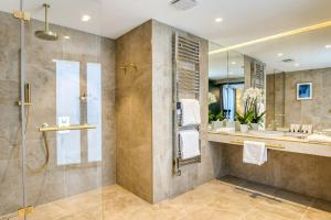 A bathroom at Maison Albar Hotels L'Imperator