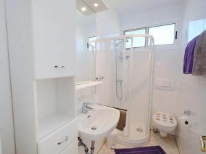 Een badkamer bij Holiday Home Colibri - CBI162
