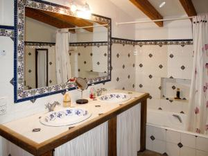 A bathroom at Holiday Home Casa Veleta - CPT170