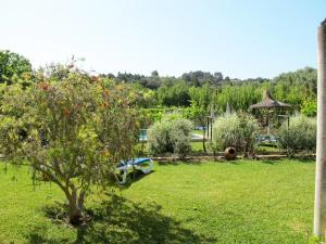 A garden outside Holiday Home Casa Veleta - CPT170