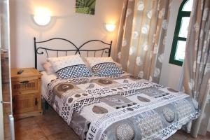 A bed or beds in a room at Bungalow Duna Flor Verde