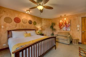 A bed or beds in a room at Buena Vista Chic Hotel